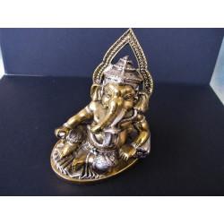 Statue du dieu Ganesh avec cobra et poignard
