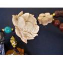 Amulette de protection lotus bois de rose et agate